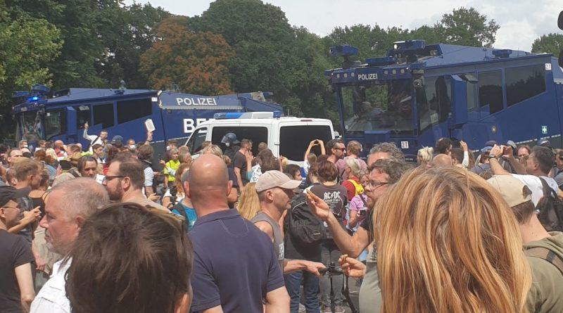 Brutale Polizeigewalt auf Demo in Berlin mit Todesfolgen!?